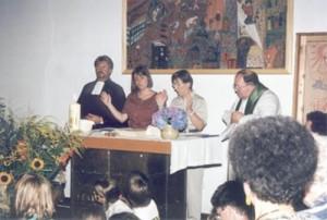 Versöhnte Verschiedenheit zwischen den Konfessionen hieß gegenseitig Achtung und Anerkennung. Das Foto zeigt, dass im Hedwig-Dransfeld-Haus auch Frauen am Altar in das liturgische Handeln einbezogen wurden.