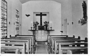 Die Schwarzkapelle von innen. An der rechten Wand sieht man noch die erste Madonna, eine Arbeit aus dem Oberammergau.